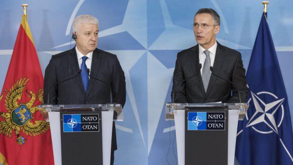 Le Premier ministre du Monténégro, Dusko Markovic, et le secrétaire général de l'OTAN, Jens Stoltenberg, lors d'une conférence de presse commune.