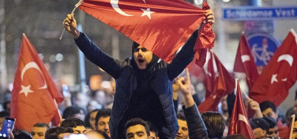 manifestants turcs à Rotterdam