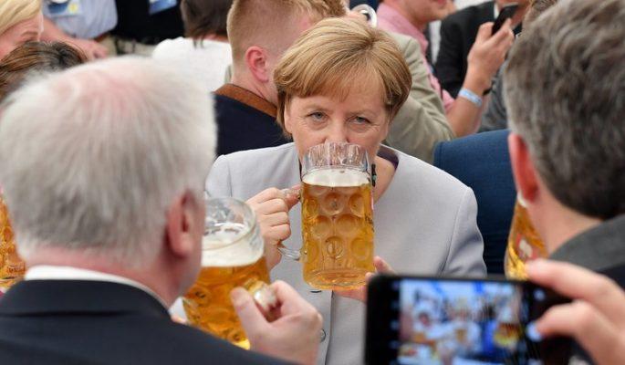 """Merkel plaide pour que l'UE """"prenne son destin en main"""""""